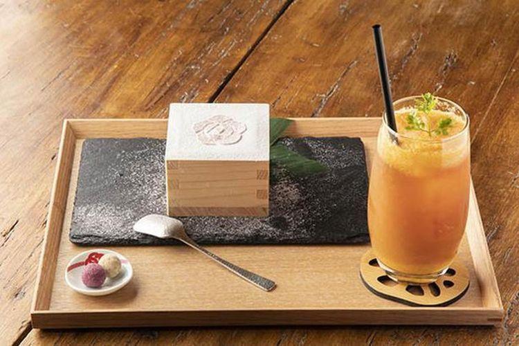 """Desain bunga plum di atas Shiromachi """"Masu"""" Tiramisu membuatnya tampak menonjol"""