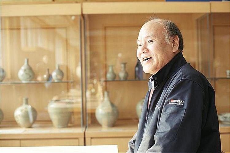 Presiden Akira Izumimoto dari Tobe-yaki Cooperative berbicara mengenai masa lalu, masa sekarang, dan masa depan dari Tobe-yaki.