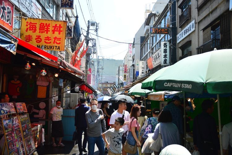 Bagian dalam pertokoan pasar ikan Tsukiji