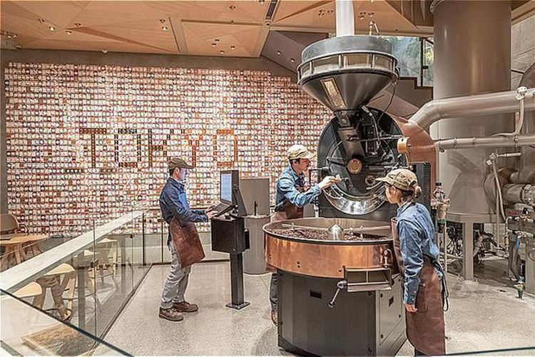 Mesin roaster di Starbucks Reserve Roastery Tokyo