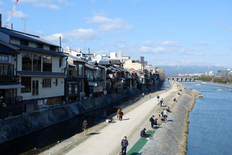 Tepian Sungai Kamo dekat area Gion