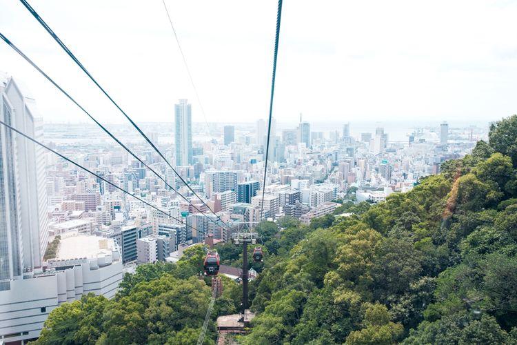 Untuk menuju Taman Herbal Kobe, Anda bisa hiking sampai atas atau naik kereta gantung (ada diskon untuk pengguna Kyushu Thru Pass).