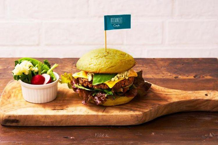 """""""BOTANICAL CHILL BURGER"""" (1400 yen) adalah burger untuk vegan yang dihidangkan bersama dengan tanah yang bisa dimakan dan sayuran."""