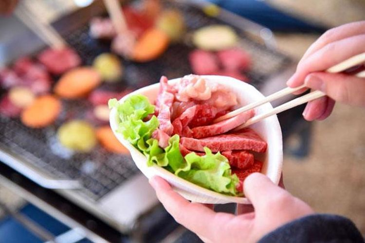 Bahan makanan segar dan diproduksi lokal, tersedia untuk acara barbecue
