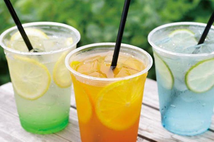 """""""Sky Soda"""" (masing-masing 500 yen) berwarna-warni yang menggambarkan matahari terbenam ataupun matahari terbit"""