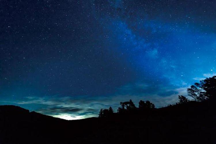 Pemandangan bintang-bintang di langit