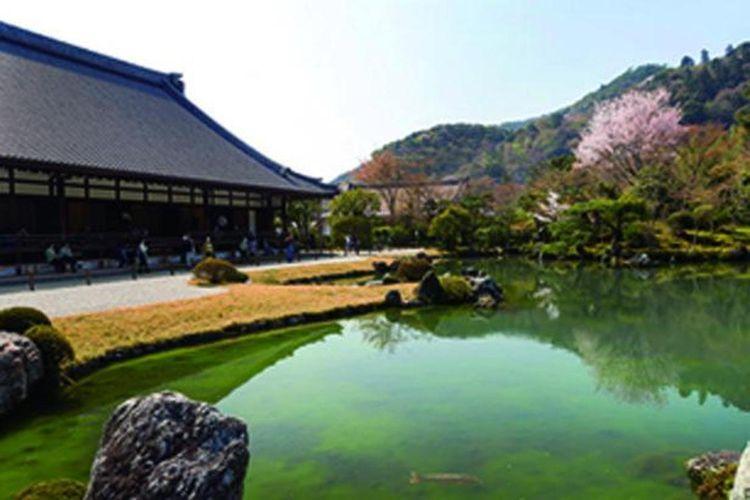 Taman Sogenchi merupakan spot pemandangan bersejarah pertama di Jepang.