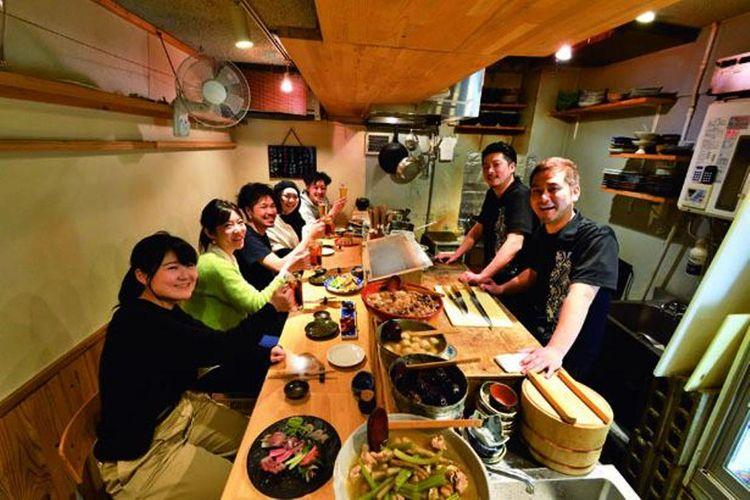 Rahasia dari popularitas mereka adalah seafood segar dan bersih dengan harga terjangkau, serta suasana restoran yang nyaman.