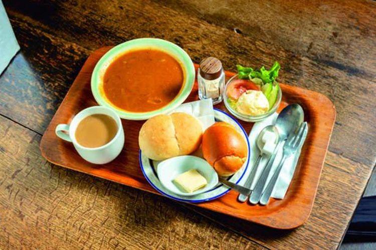 Set menu Homemade Curry Bread ini begitu dicintai pelanggan selama lebih dari 30 tahun.