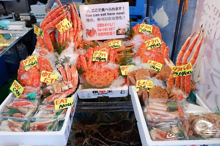 Kamu juga bisa membeli seafood segar dan minta langsung dimasak