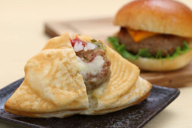 Hidangan Boruto's Cheese Burger Taiyaki seharga 400 yen.