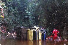 Truk Terjun Bebas ke Sungai Sedalam 20 Meter, Sopir dan Kernet Terluka