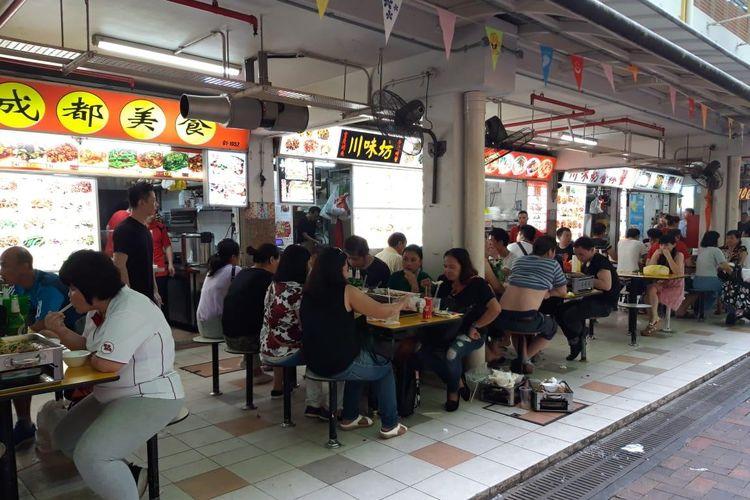Suasana Peoples Park Food Centre di Chinatown, Singapura, Minggu (31/3/2019). Food centre atau hawker centre menjadi tempat favorit warga SIngapura maupun wisatawan untuk mencari makanan enak dan murah.