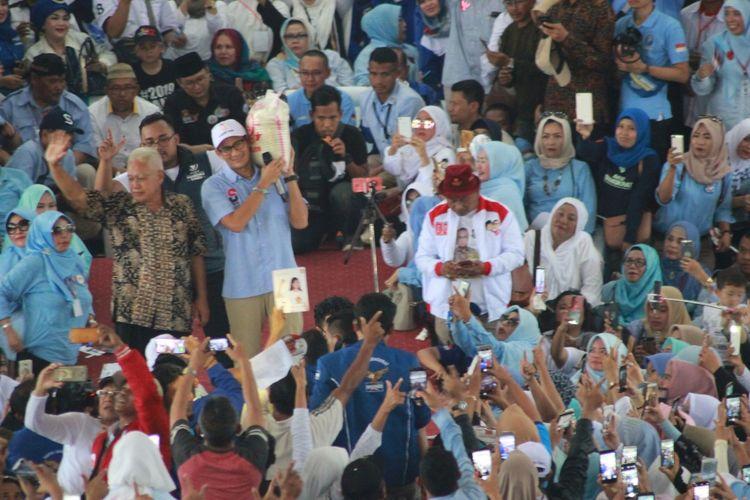 Cawapres nomor urut 02, Sandiaga Salahudin Uno menyampaikan orasi dalam Kampanye Rapat Umum pasangan Capres-Cawapres nomor urut 02  dihadapan ribuan pendukungnya di Gedung Herlina Mutiara, Karangtengah, Cianjur, Jawa Barat, Kamis (11/04/2019) siang.
