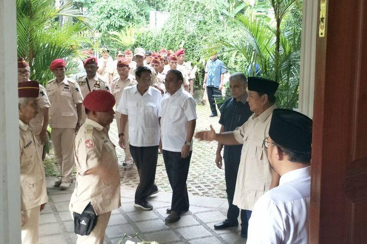 Calon presiden nomor urut 02 Prabowo Subianto bertemu dengan anggota Purnawirawan Pejuang Indonesia Rakyat (PPIR) di kediaman pribadinya, Jalan Kertanegara, Jakarta Selatan, Kamis (18/4/2019).