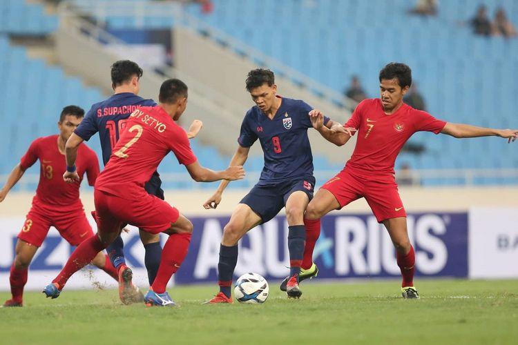 Laga Timnas U-23 Indonesia vs Thailand pada babak kualifikasi Piala Asia U-23 2020 di Stadion My Dinh, 22 Maret 2019.