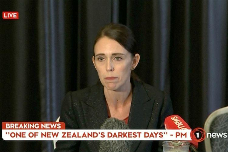 Perdana Menteri Selandia Baru Jacinda Ardern berbicara dalam siarang langsung di televisi menyusul insiden penembakan brutal di Masjid Al Noor, Kota Christchurch, Selandia Baru, Jumat (15/3/2019). Jacinda Ardern dalam keterangannya mengatakan, sedikitnya 40 orang tewas dan 20 lainnya luka parah dalam serangan teror tersebut.