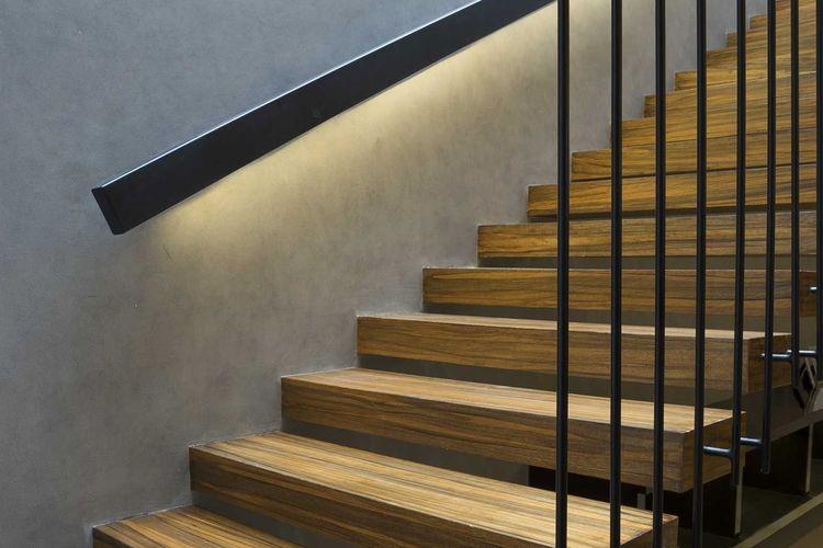 Warna cokelat dan hitam S House di Surabaya karya Simple Projects Architecture