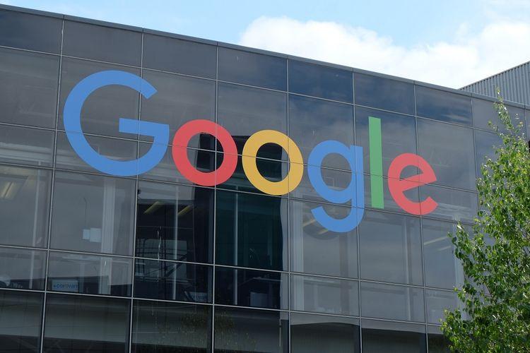Logo Google pada bagian depan kantor Google di kawasan Mountain View, California, Amerika Serikat.