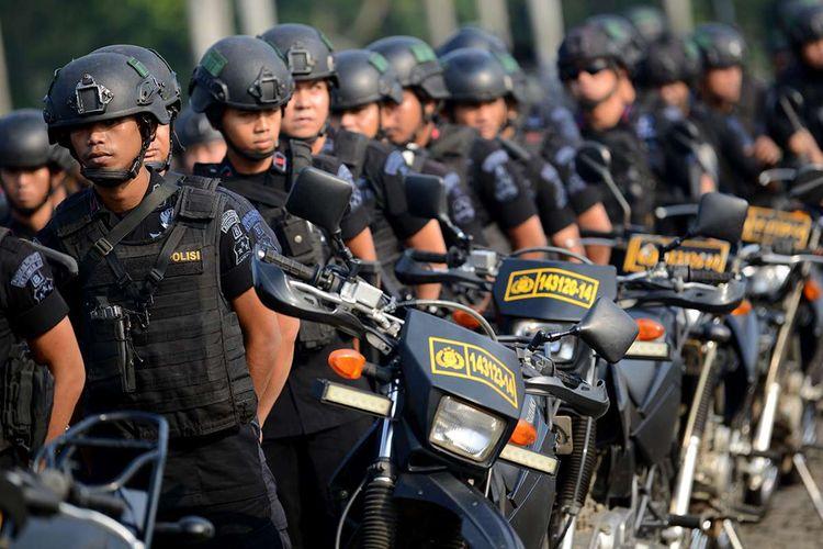 Sejumlah personel Brimob Polri mengikuti Apel Konsolidasi Operasi Ketupat Jaya 2019 dan Kesiapan PAM Perselisihan Hasil Pemilihan Umum (PHPU) Mahkamah Konstitusi (MK) di Lapangan Monas, Jakarta, Kamis (13/6/2019). Apel yang diikuti oleh prajurit TNI, Polri, Satpol PP, Dinas Perhubungan dan Pemadam Kebakaran tersebut untuk memastikan kesiapan personel dalam pengamanan sidang PHPU di MK.