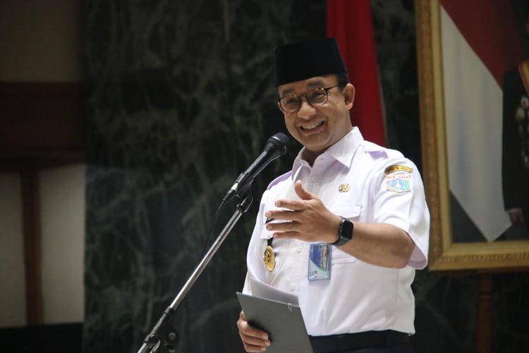 Gubernur DKI Jakarta Anies Baswedan saat kukuhkan 166 petugas pendamping jemaah haji, balai kota, Jakarta Pusat, Rabu (3/7/2019)