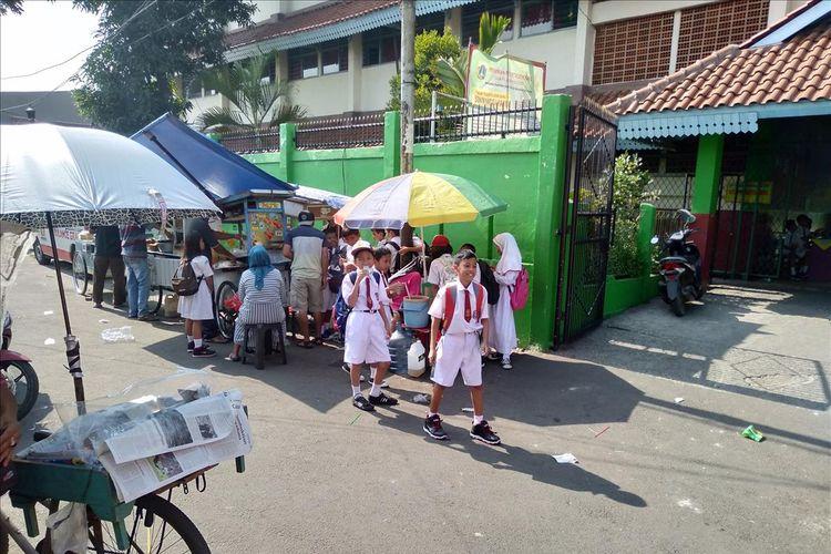 Suasana SDN Manggarai 05 Pagi di hari pertama masuk sekolah, Senin (15/7/2019)