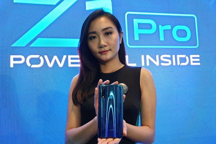 Model memamerkan Vivo Z1 Pro dalam acara peluncuran di Jakarta, Senin (5/8/2019).