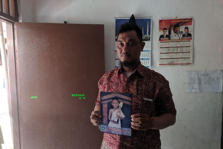 Supriyadi, Paman yang menggendong jenazah keponakan di Puskesmas Cikokol, Tangerang