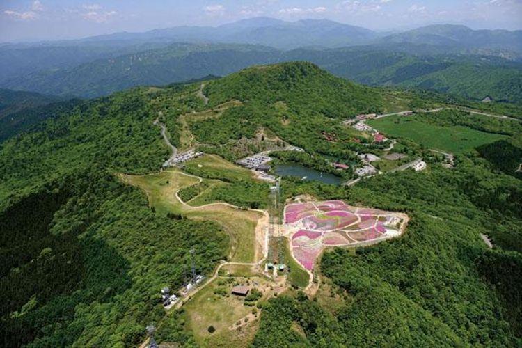 Pemandangan spektakuler dari puncak Gunung Hagitaro