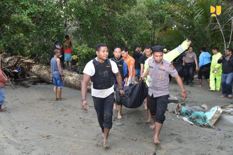 Akibat kejadian itu, hingga sore data sementara jumlah korban sebanyak 63 orang meninggal dunia dan ratusan orang mengalami luka-luka.