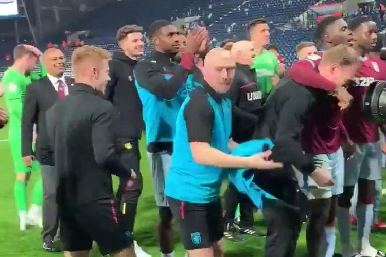 Aston Villa mengalahkan West Brom lewat adu penalti di leg kedua semifinal play off Divisi Championship Inggris.