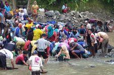 Satpol PP Mendapat Perlawanan saat Hendak Segel Tambang Emas Ilegal di Sawahlunto