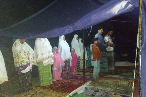 Korban Gempa Lombok Timur, Salat Tarawih di Tenda Darurat