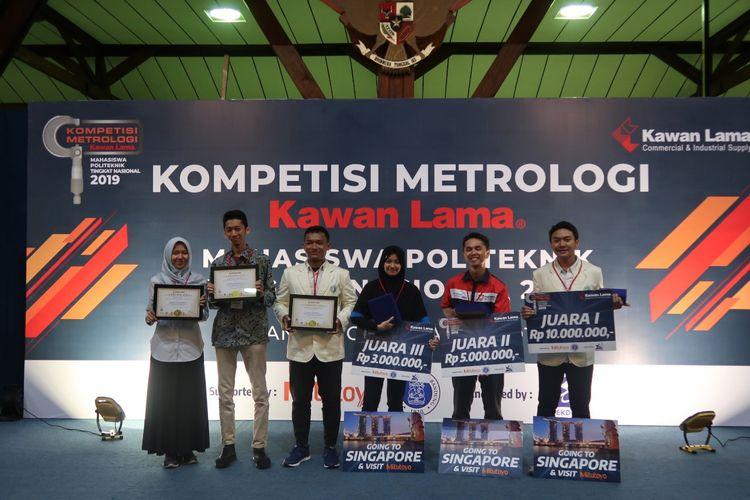 Para pemenang Kompetisi Metrologi Mahasiswa Vokasi Tingkat Nasional yang digelar PT Kawan Lama Sejahtera dan Ditjen Belmawa Kemristekdikti pada 9 April 2019 di ITB, Bandung (9/4/2019).