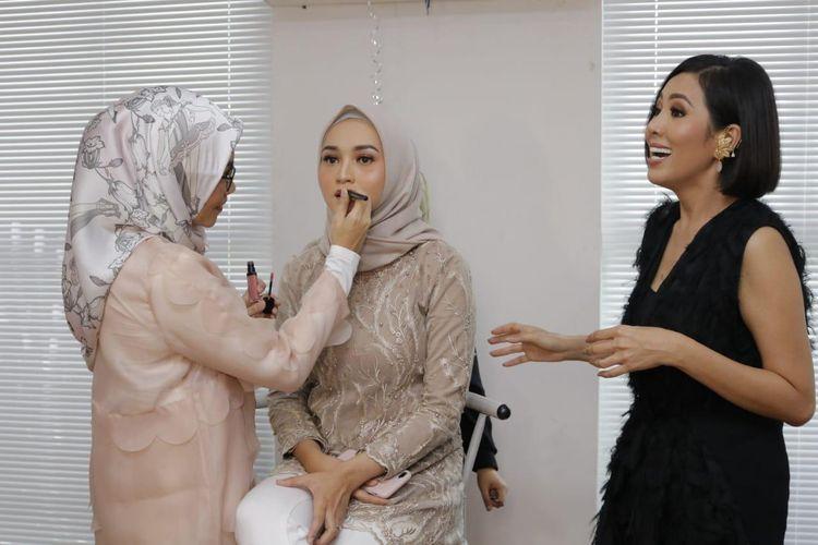 Teknik make up airbrush diklaim akan membuat wajah terlihat flawless, glowing, dan segar seharian.
