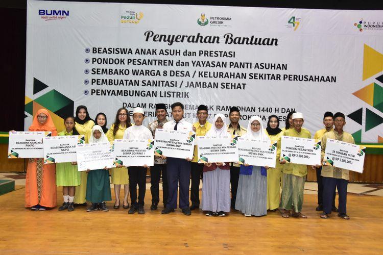 Petrokimia Gresik Salurkan Beasiswa dan Bantuan Total Rp 2,26 Miliar