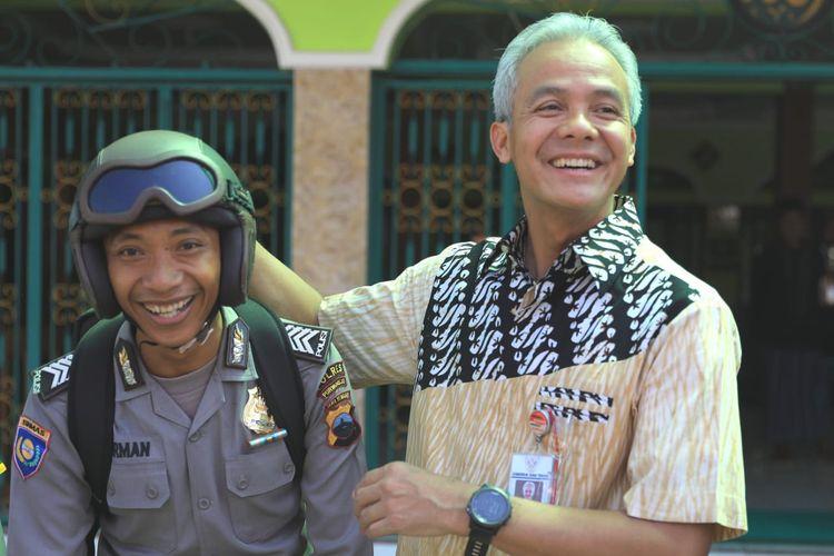 Bripka Herman Hadi Basuki (kiri) anggota Polres Purworejo saat bertemu Gubernur Jateng Ganjar Pranowo di Purworejo, Kamis (23/5/2019).