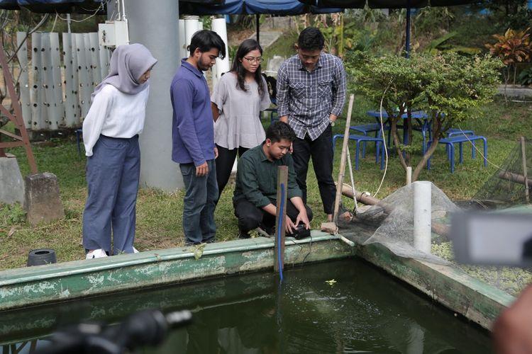 Tim Banoo UGM saat mempraktikan teknologi yang dikembangkan.