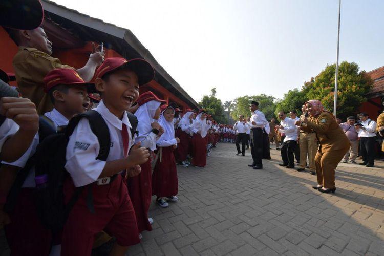 Menteri Pendidikan dan Kebudayaan (Mendikbud), Muhadjir Effendy melakukan kunjungan di 4 sekolah di Jakarta dan Kabupaten Tangerang pada hari pertama masuk sekolah (15/7/2019).