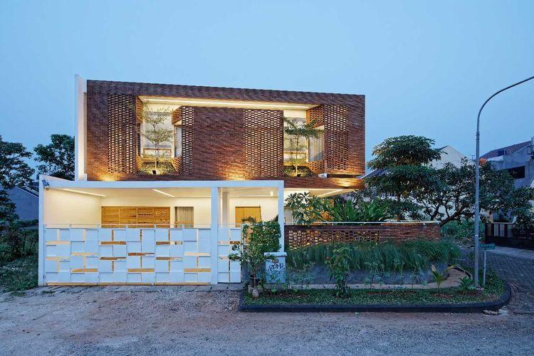 Batu bata merah Flick House karya Delution