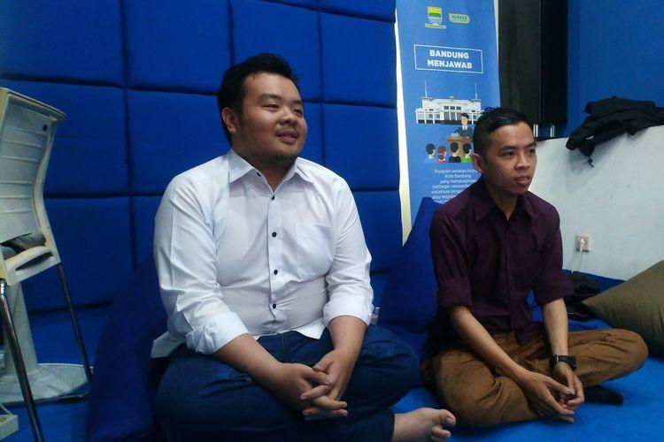 Yoel Yosaphat (32) (kanan), Caleg PSI untuk DPRD Kota Bandung.