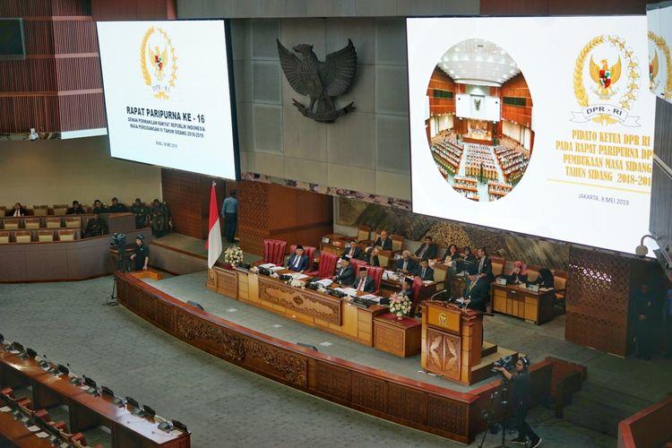 Ketua DPR RI Bambang Soesatyo saat berpidato dalam Rapat Paripurna ke-16 pembukan Masa Persidangan V DPR, di Kompleks Parlemen, Senayan, Jakarta, Rabu (8/5/2019).