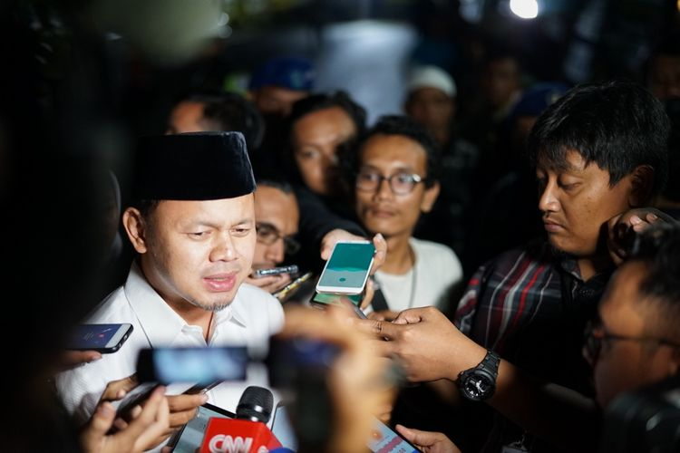 Wali Kota Bogor Bima Arya melayat ke kediaman Presiden ke-6 RI Susilo Bambang Yudhoyono (SBY) di Puri Cikeas, Bogor, Jawa Barat, Sabtu (1/5/2019).