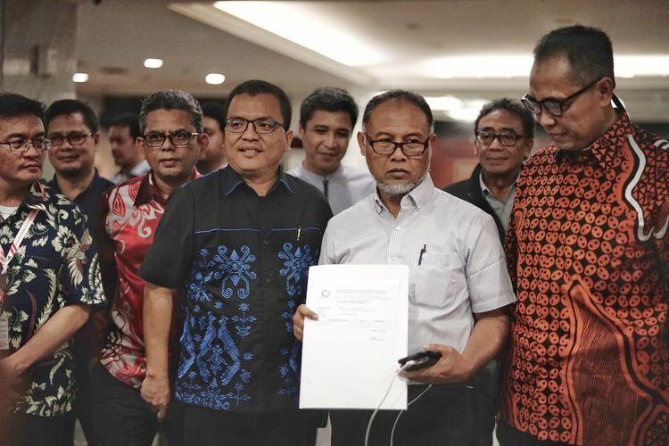Tim Hukum pasangan capres-cawapres nomor urut 02 Prabowo Subianto-Sandiaga Uno mengajukan perbaikan permohon sengketa hasil Pemilu Presiden dan Wakil Presiden (Pilpres) 2019 ke Mahkamah Konstitusi (MK), Senin (10/6/2019).