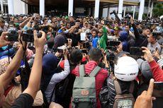 Plt Gubernur Aceh Temui Ribuan Massa Penolak Izin Tambang PT EMM, Ini Hasilnya