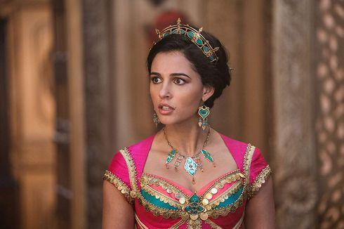 Bintang Film Aladdin Naomi Scott Kenakan Headpiece Karya Rinaldy A Yunardi