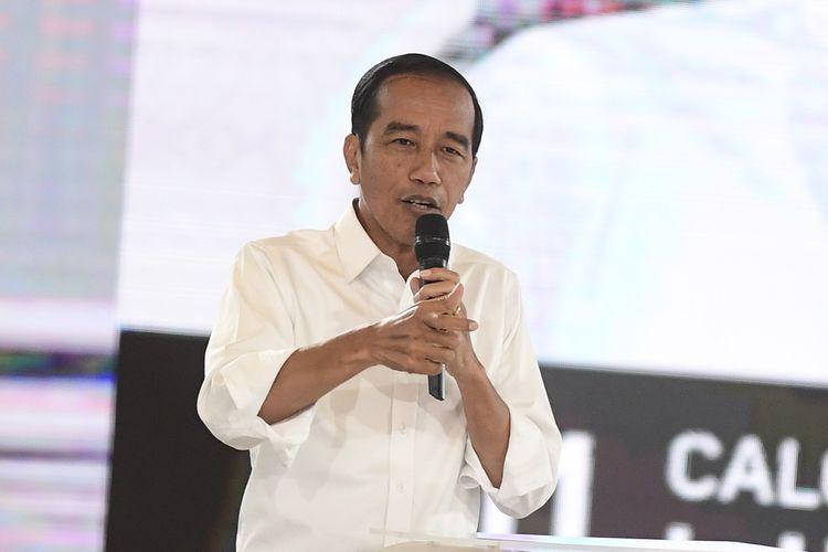 Capres nomor urut 01 Joko Widodo mengikuti debat capres putaran keempat di Hotel Shangri La, Jakarta, Sabtu (30/3/2019). Debat itu mengangkat tema Ideologi, Pemerintahan, Pertahanan dan Keamanan, serta Hubungan Internasional.