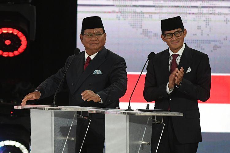 Pasangan nomor urut 02 Prabowo Subianto dan Sandiaga Uno  mengikuti debat kelima  Pilpres 2019 di Hotel Sultan, Jakarta, Sabtu (13/4/2019). Debat kelima tersebut mengangkat tema Ekonomi dan Kesejahteraan Sosial, Keuangan dan Investasi serta Perdagangan dan Industri. ANTARA FOTO/Wahyu Putro A/hp.