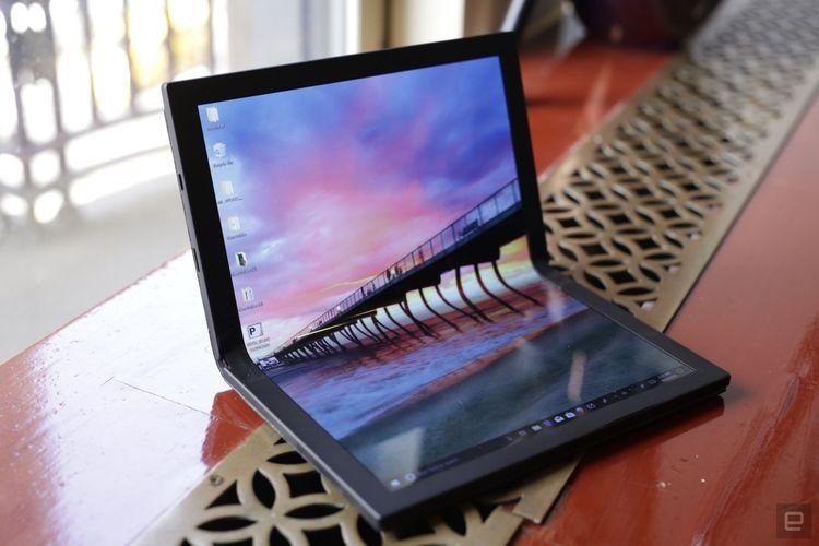 Laptop layar lipat Lenovo pertama di dunia