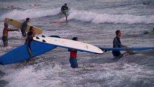 Belajar Selancar di Batu Bolong, Pantai Canggu